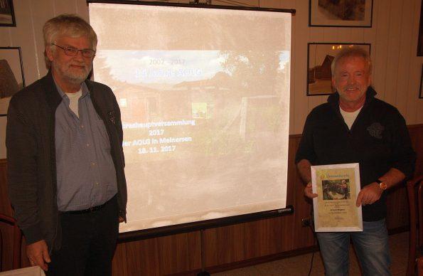 Der erste Vorsitzende der AOLG Wolfgang Geuke kurz nach der Überreichung der Ehrenurkunde an Jürgen Wagner